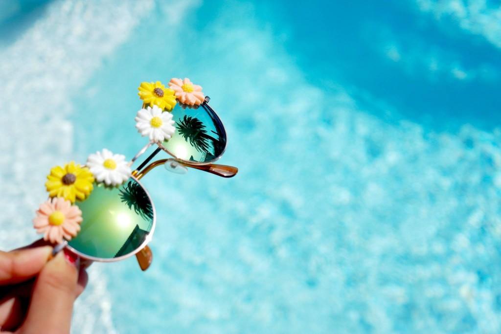 Pâquerettes sur lunettes de soleil