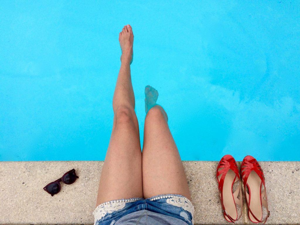 Jambes lourdes : prévention de l'insuffisance veineuse et collants en été