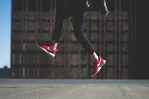 Marcher pour garder les jambes légères