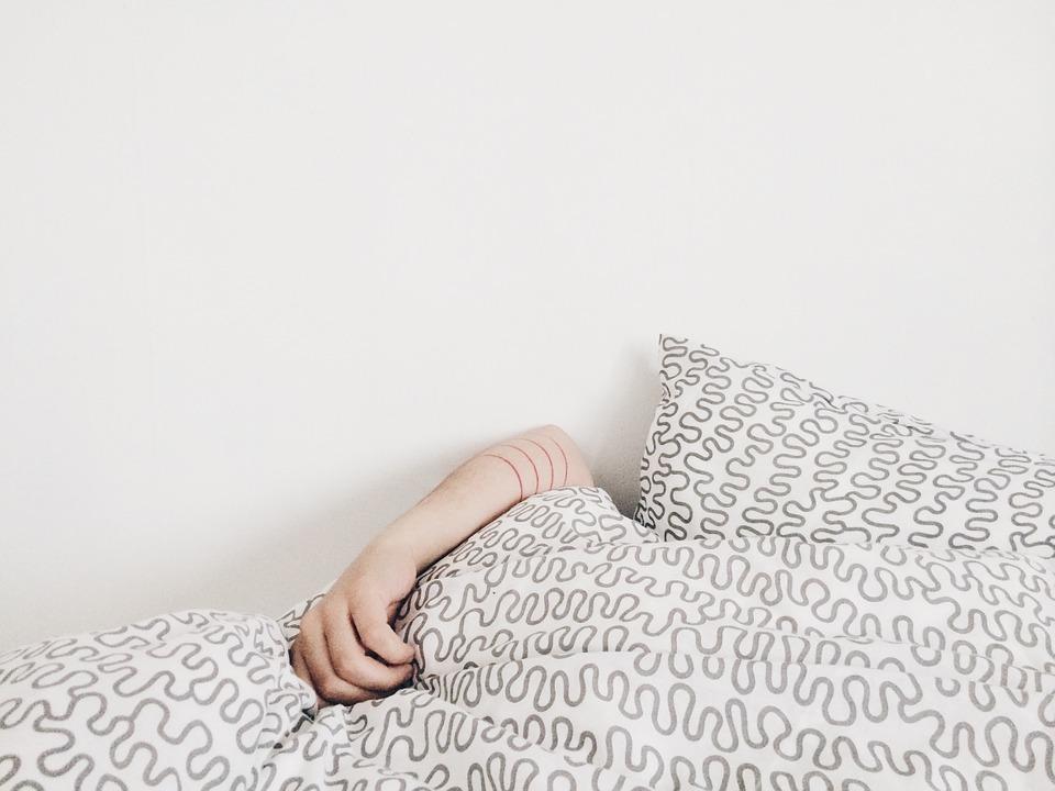 circulation veineuse : surélever les pieds de votre lit pour lutter contre les jambes lourdes