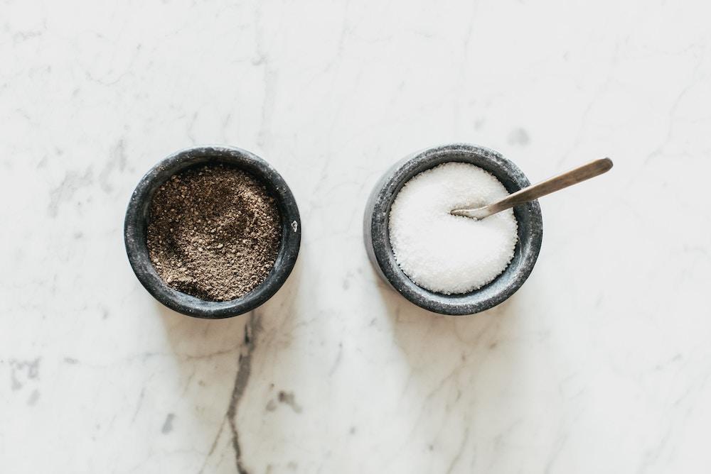 Gommage maison à base de marc de café et de gros sel