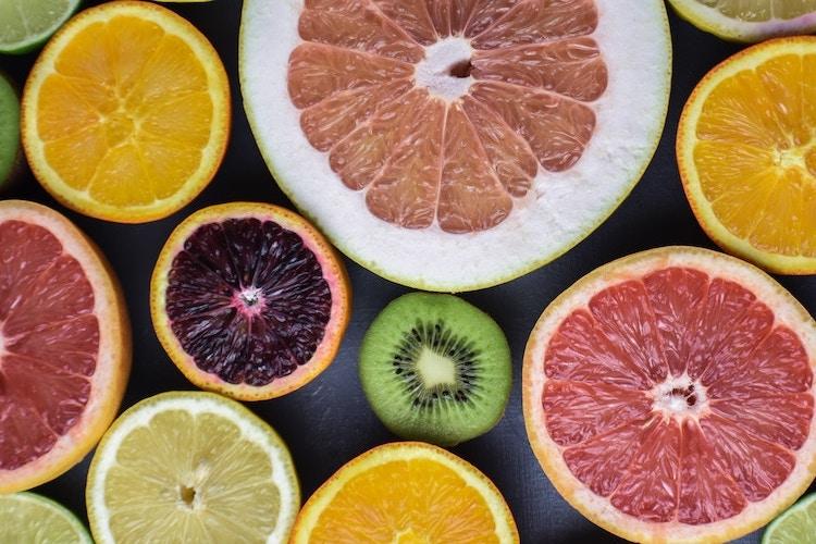 La vitamine C pour un cocktail vitaminé spécial alimentation jambes légères