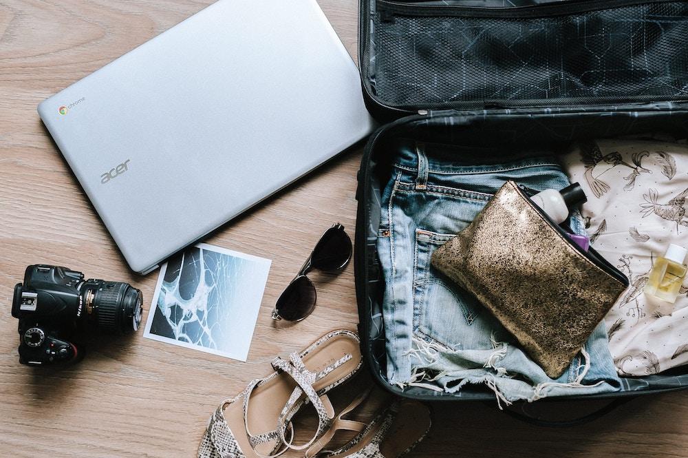 Préparer sa valise avec précaution quand on voyage enceinte