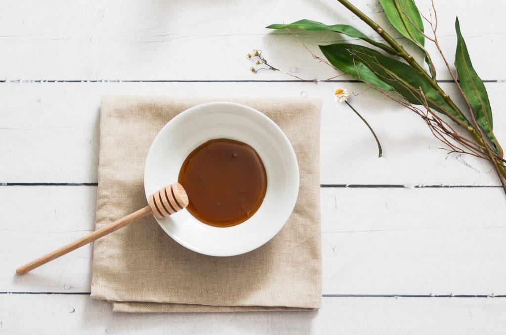 un gommage naturel au miel