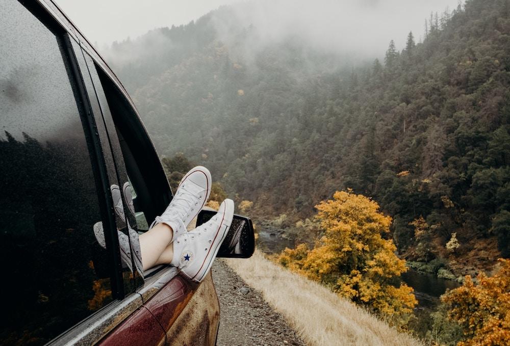 Astuces pour survivre à un long trajet en voiture : prévoir des pauses